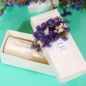 Բնական ծաղիկներով ձևավորված տուփով հրավիրատոմս