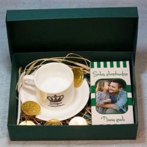 Նվեր-փաթեթ սուրճի բաժակով և շոկոլադով