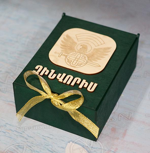 Փայտե տուփով նվեր-փաթեթ «Զինվորիս»