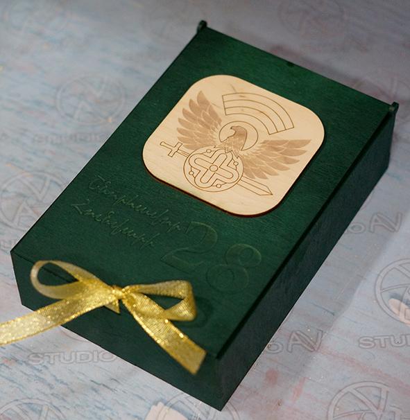 Փայտե տուփով նվեր-փաթեթ «Շնորհավոր Հունվարի 28»