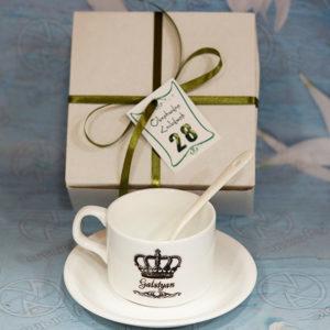Անվանական սուրճի բաժակ տոնական փաթեթավորմամբ