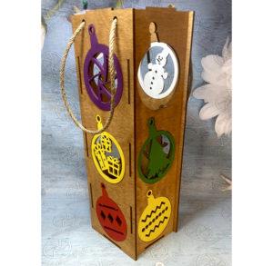 Խմիչքի շշի փայտե տուփ տոնածառի խաղալիքներով