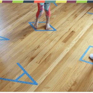 7 ակտիվ խաղ փոքրիկների հետ տանը խաղալու համար